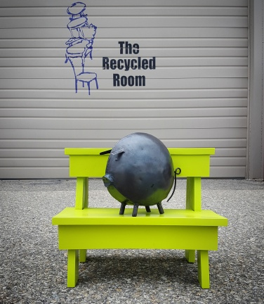 The Recycled Room Pig