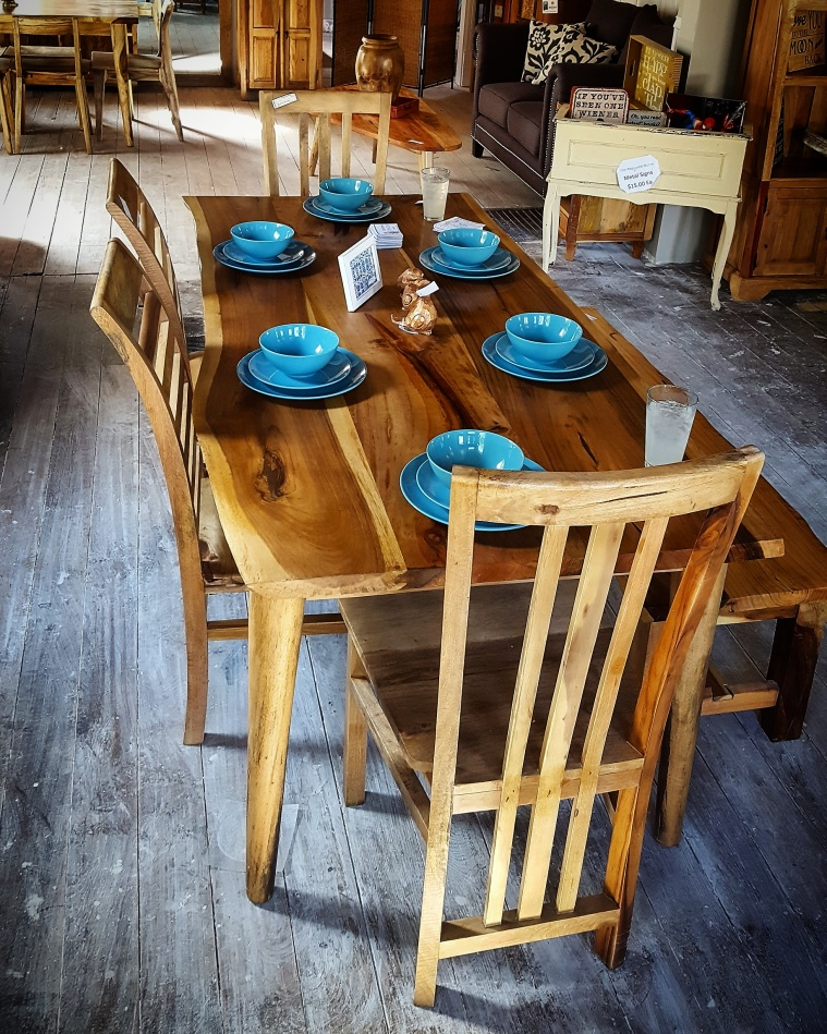 Tropical Salvage Dining Set